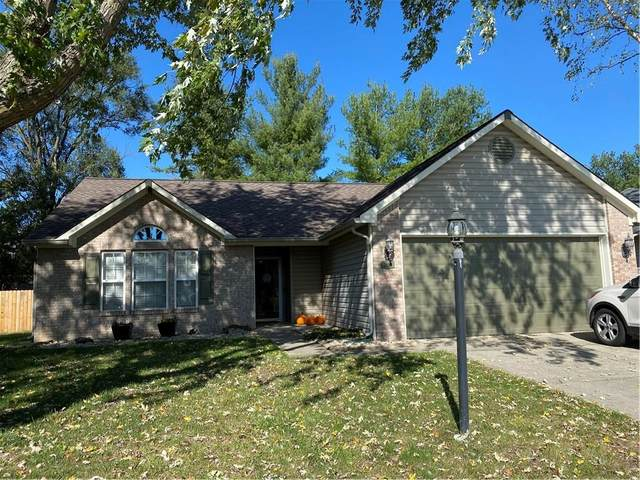 3898 Chelsea Terrace, Greenwood, IN 46143 (MLS #21748464) :: Mike Price Realty Team - RE/MAX Centerstone