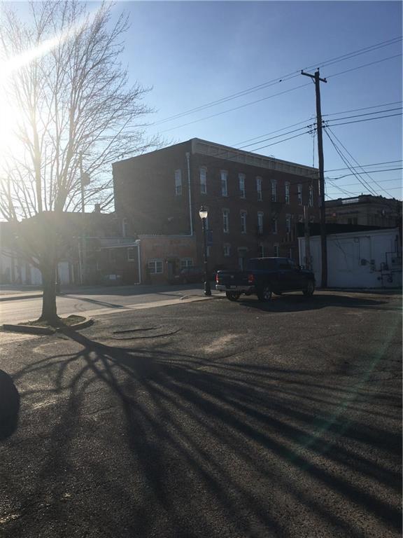 198 N Jefferson Street, Martinsville, IN 46151 (MLS #21551348) :: FC Tucker Company