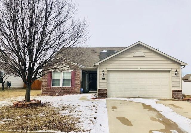 1942 Abbey Lane, Danville, IN 46122 (MLS #21552434) :: Mike Price Realty Team - RE/MAX Centerstone