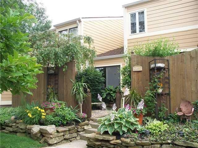 5177 Vantage Point Road #31, Avon, IN 46123 (MLS #21565675) :: Indy Scene Real Estate Team