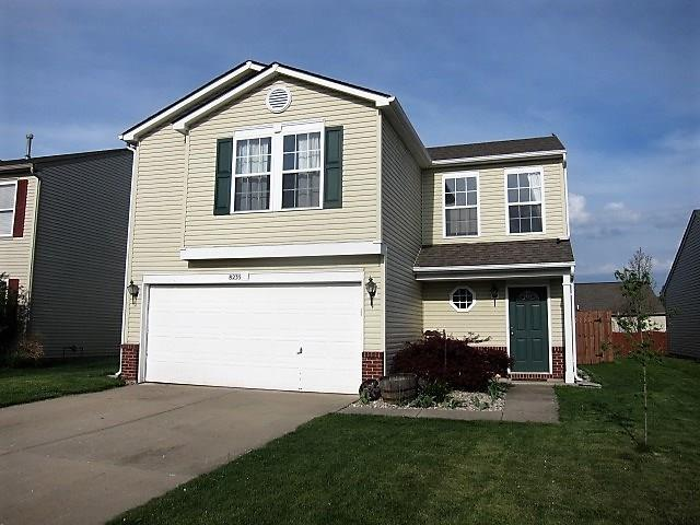 8235 S Shady Trail Drive, Pendleton, IN 46064 (MLS #21565906) :: The Evelo Team
