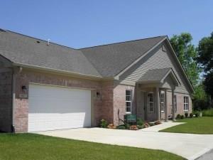 5660 Jones Drive 17-D, Plainfield, IN 46168 (MLS #21567745) :: The ORR Home Selling Team