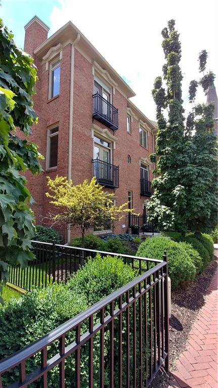 517 E New York Street, Indianapolis, IN 46202 (MLS #21575651) :: The Evelo Team