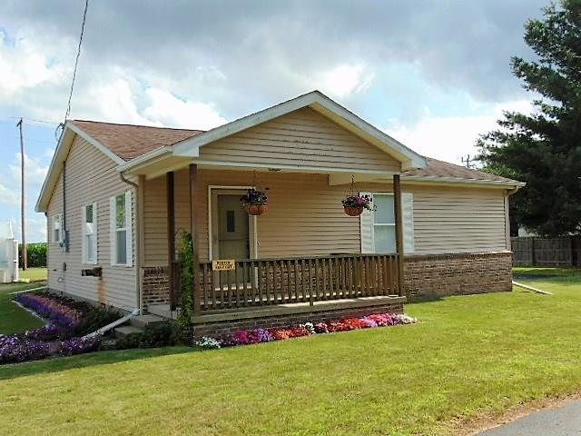 217 E Clay Street, Newtown, IN 47969 (MLS #21575898) :: Indy Plus Realty Group- Keller Williams