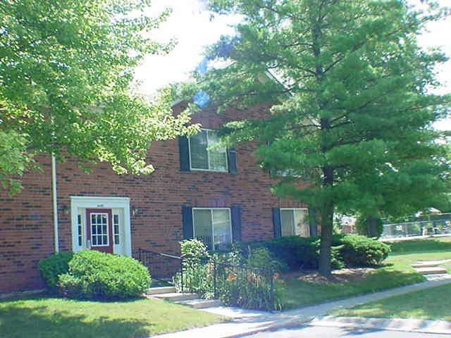 6445D Park Central Drive W, Indianapolis, IN 46260 (MLS #21583149) :: FC Tucker Company