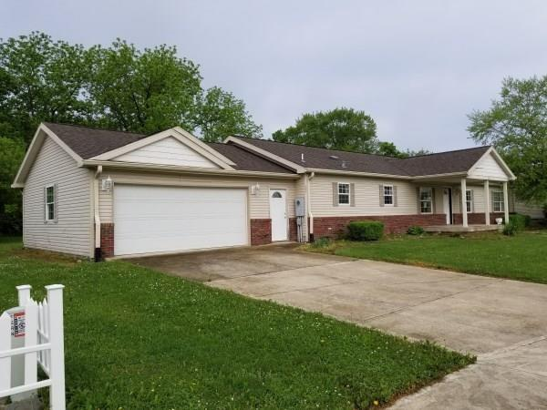 826 Fern Drive, Shelbyville, IN 46176 (MLS #21585167) :: Richwine Elite Group