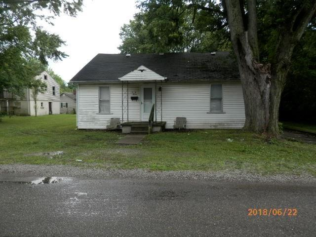 2303 W 18th Street, Anderson, IN 46016 (MLS #21589345) :: FC Tucker Company