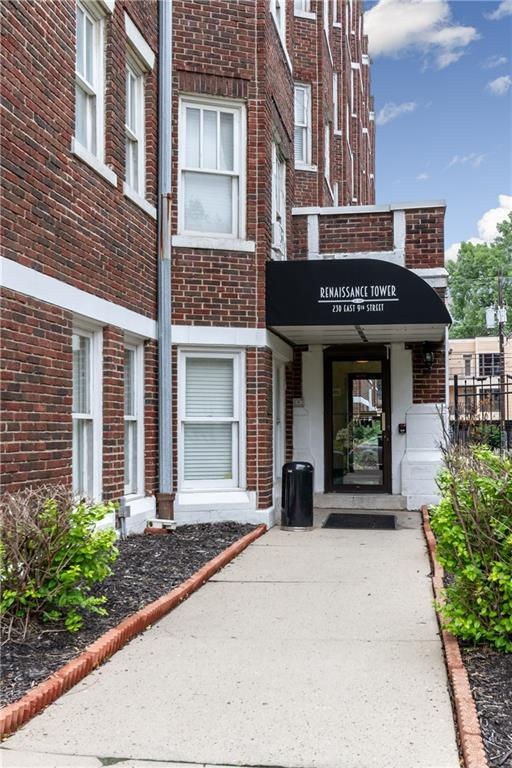230 E 9th Street #303, Indianapolis, IN 46204 (MLS #21589676) :: Indy Scene Real Estate Team