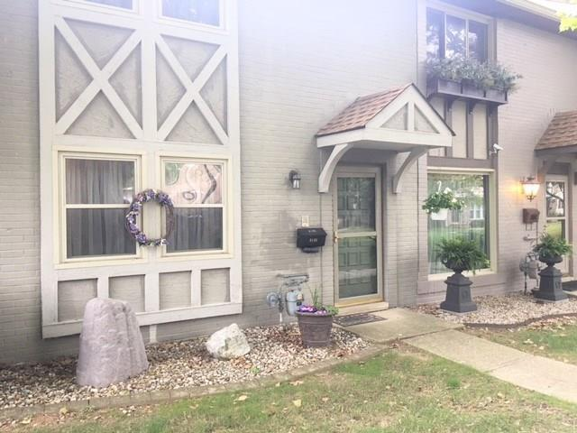 8105 E 20th Street, Indianapolis, IN 46219 (MLS #21589951) :: The Indy Property Source