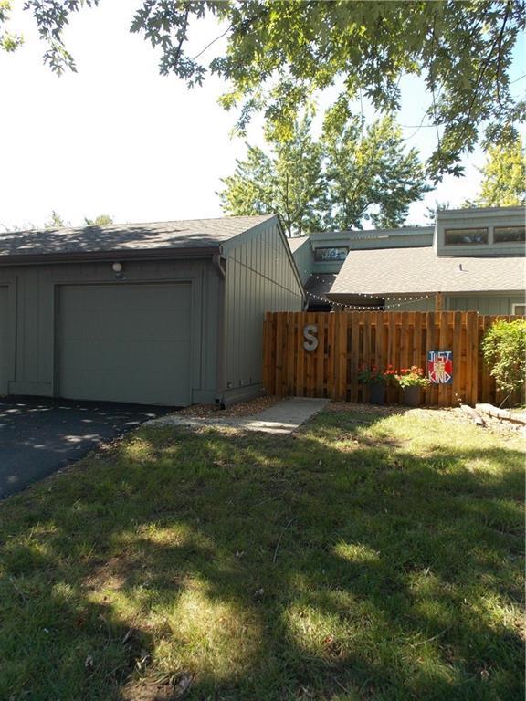 640 Cobblestone Road, Avon, IN 46123 (MLS #21595645) :: Mike Price Realty Team - RE/MAX Centerstone