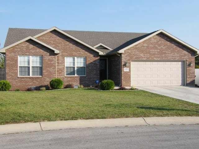 8004 Lindbergh Drive, Yorktown, IN 47396 (MLS #21598201) :: The ORR Home Selling Team