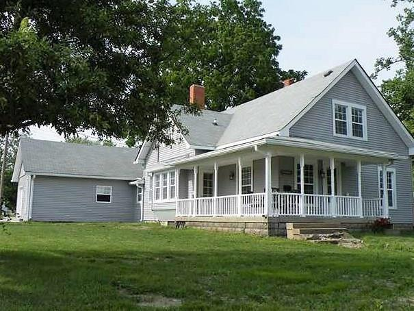 706 E Main Street, Plainfield, IN 46168 (MLS #21601314) :: The Indy Property Source