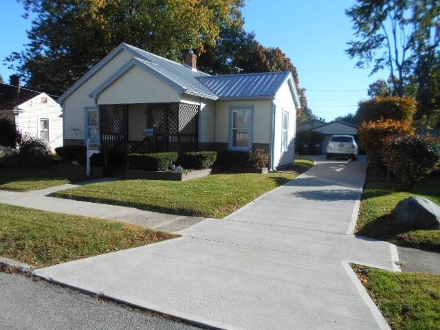 326 Sycamore Street, Chesterfield, IN 46017 (MLS #21603949) :: The ORR Home Selling Team