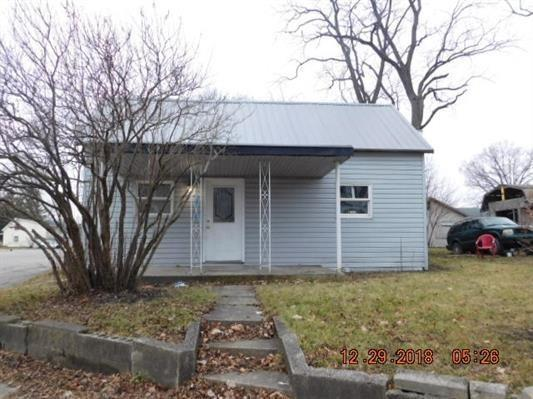 2109 S Hoyt Avenue, Muncie, IN 47302 (MLS #21612958) :: Mike Price Realty Team - RE/MAX Centerstone