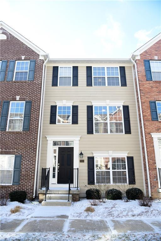 9082 Demarest Drive #2104, Fishers, IN 46038 (MLS #21616957) :: Richwine Elite Group