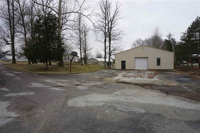 6016 N Us Hwy 31, Seymour, IN 47274 (MLS #21619899) :: The ORR Home Selling Team
