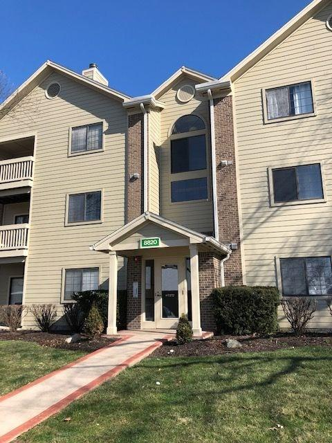 8820 Yardley Court #208, Indianapolis, IN 46268 (MLS #21630013) :: AR/haus Group Realty
