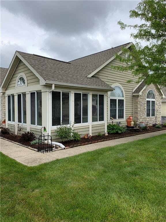 7415 Chapel Villas-D Drive W, Indianapolis, IN 46214 (MLS #21639959) :: The Indy Property Source