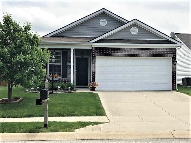 19358 Links Lane, Noblesville, IN 46062 (MLS #21642530) :: Richwine Elite Group