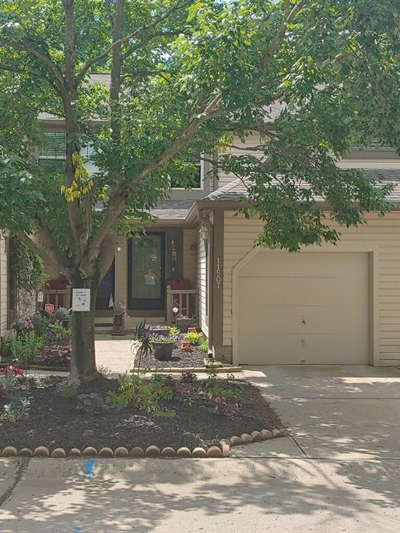 11507 Valley View Lane, Indianapolis, IN 46236 (MLS #21645197) :: The Star Team | RE/MAX Realty Group