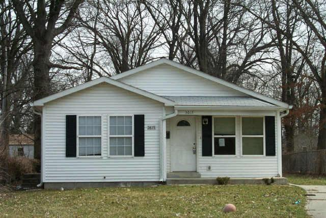3615 N Irvington Avenue, Indianapolis, IN 46218 (MLS #21655188) :: Mike Price Realty Team - RE/MAX Centerstone