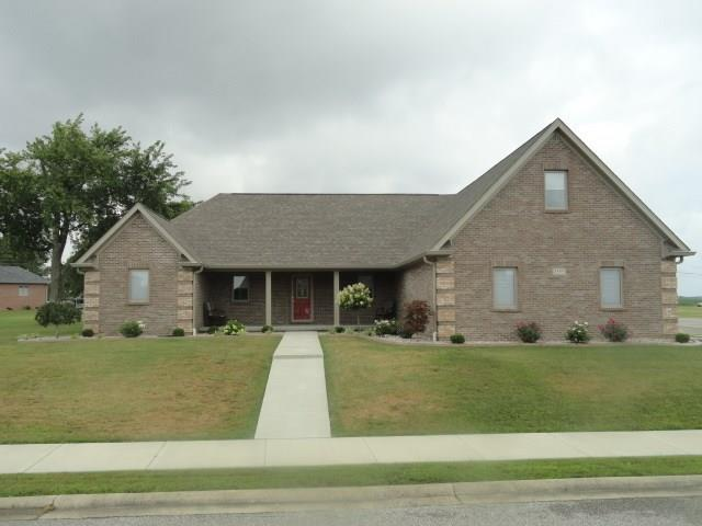 3555 Saint Andrews Place, Seymour, IN 47274 (MLS #21655751) :: Richwine Elite Group