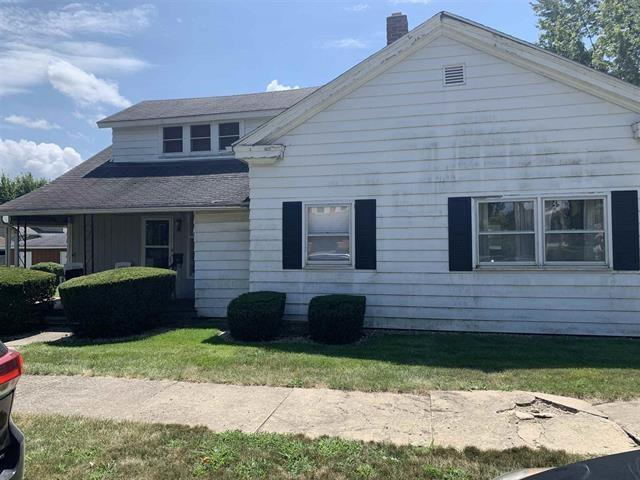 320 N Jefferson Street, Hartford City, IN 47348 (MLS #21660768) :: AR/haus Group Realty