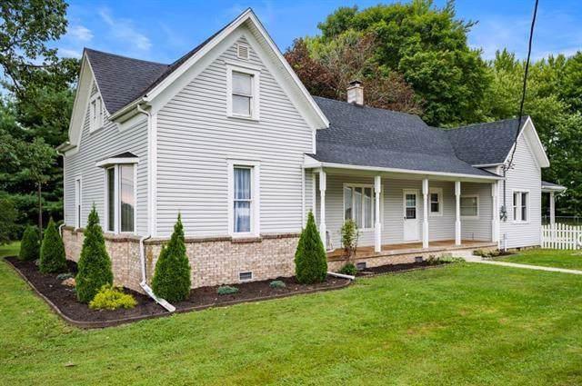 2106 E 900 N, Alexandria, IN 46001 (MLS #21667666) :: The ORR Home Selling Team