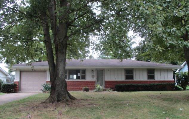 1230 Oakland Drive, Anderson, IN 46012 (MLS #21668766) :: The ORR Home Selling Team