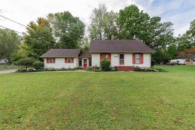 3005 W Moore Road, Muncie, IN 47304 (MLS #21674479) :: The ORR Home Selling Team