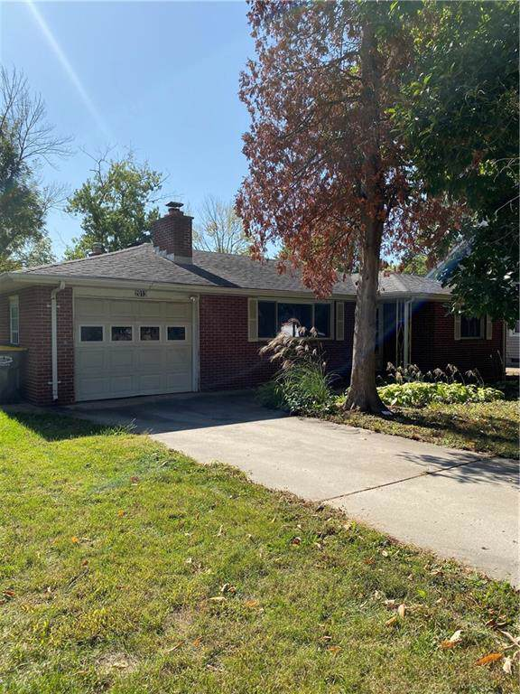 2013 Sheffield Avenue, Anderson, IN 46011 (MLS #21675005) :: The Indy Property Source