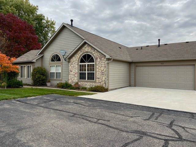 988 Laurelwood Lane #28, Greenwood, IN 46142 (MLS #21676641) :: The ORR Home Selling Team