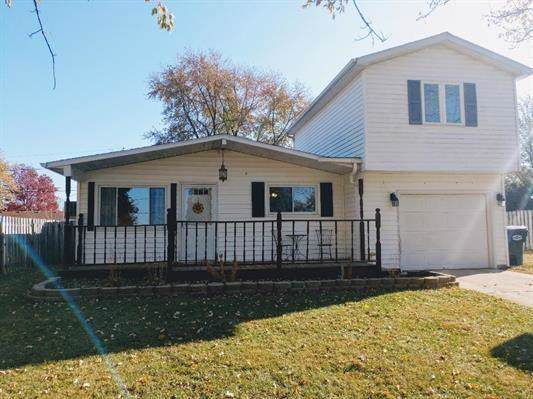 3116 S Walnut Street, Yorktown, IN 47396 (MLS #21680105) :: The ORR Home Selling Team