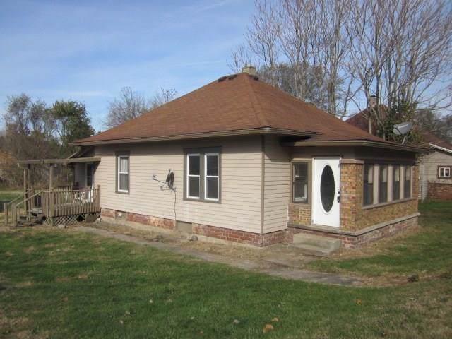 1230 N Blue Bluff Road, Martinsville, IN 46151 (MLS #21681205) :: Richwine Elite Group