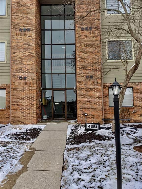 4381 W Village Parkway Circle #6, Indianapolis, IN 46254 (MLS #21697424) :: David Brenton's Team