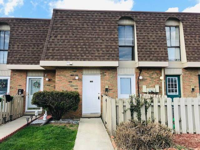 7494 Countrybrook Drive #7494, Indianapolis, IN 46260 (MLS #21703151) :: The ORR Home Selling Team