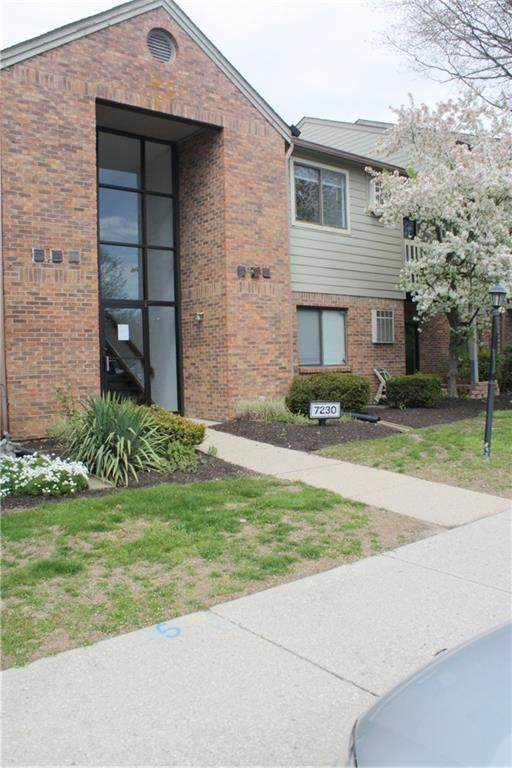 7230 Village Parkway Drive #3, Indianapolis, IN 46254 (MLS #21706809) :: The ORR Home Selling Team