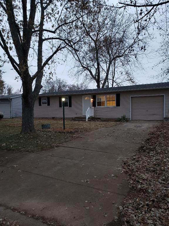 2912 S Walnut Street, Yorktown, IN 47396 (MLS #21709008) :: The ORR Home Selling Team