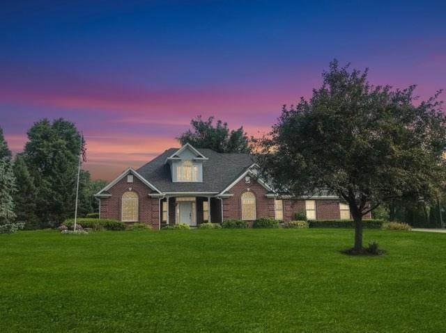 7906 W Cherokee Lane, Fairland, IN 46126 (MLS #21730214) :: Mike Price Realty Team - RE/MAX Centerstone