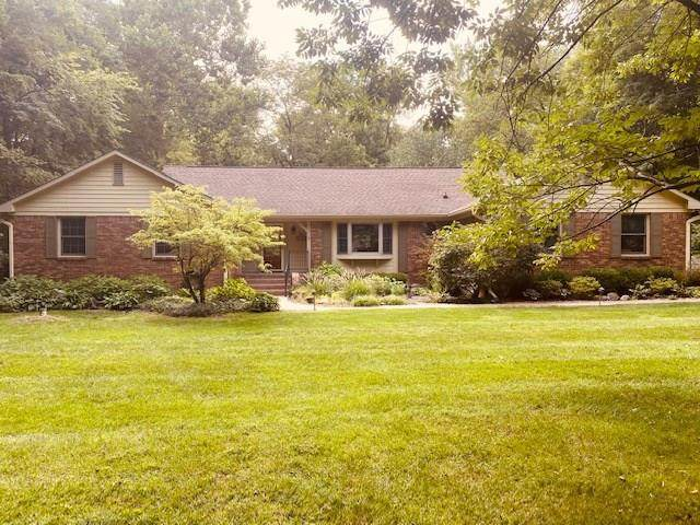 8040 N Oak Hill Drive, Indianapolis, IN 46240 (MLS #21730406) :: The Indy Property Source