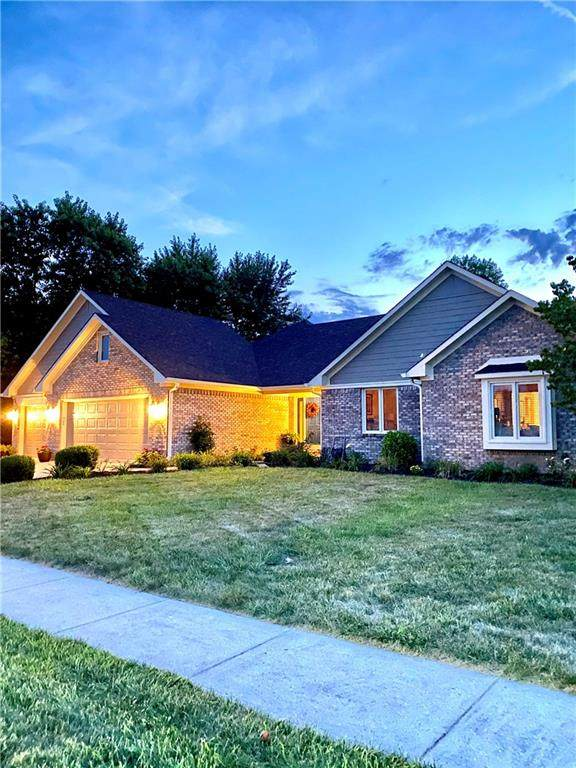 612 Shakespeare Drive, Avon, IN 46123 (MLS #21739255) :: Mike Price Realty Team - RE/MAX Centerstone