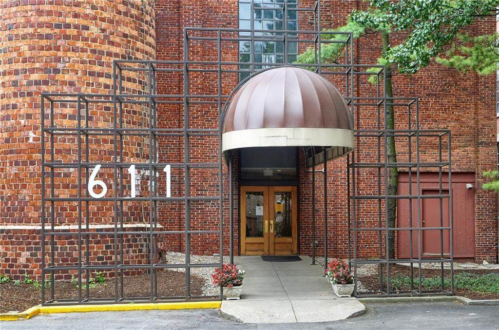 611 Park Avenue - Photo 1