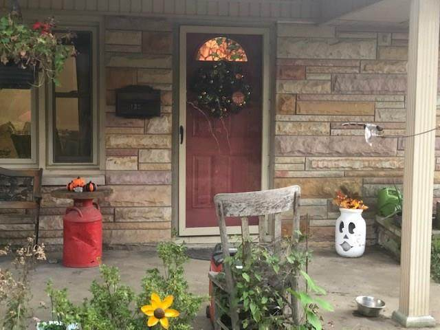 1320 Lakeview Drive, Brownstown, IN 47220 (MLS #21743890) :: The ORR Home Selling Team