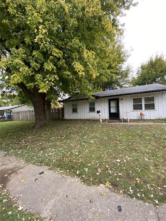 3901 Bennett Drive, Indianapolis, IN 46254 (MLS #21746184) :: RE/MAX Legacy