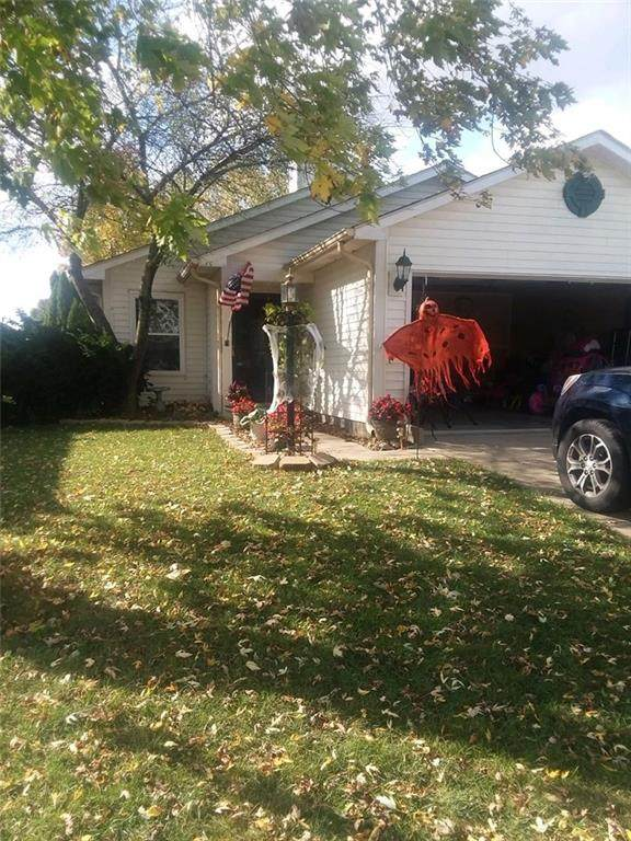1664 Long Lake Drive, Greenwood, IN 46143 (MLS #21748301) :: Richwine Elite Group