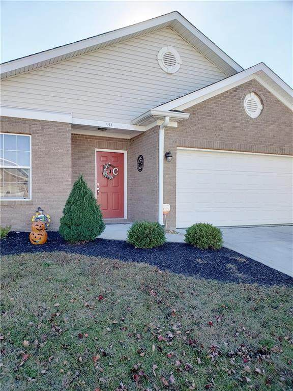 911 Hildebrand Drive, Indianapolis, IN 46217 (MLS #21752850) :: The ORR Home Selling Team
