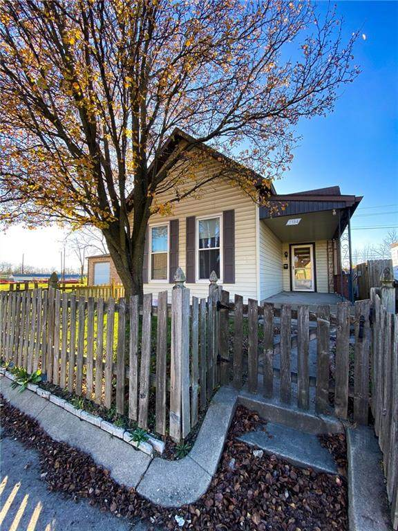 1734 S Meridian Street, Indianapolis, IN 46225 (MLS #21754745) :: Mike Price Realty Team - RE/MAX Centerstone