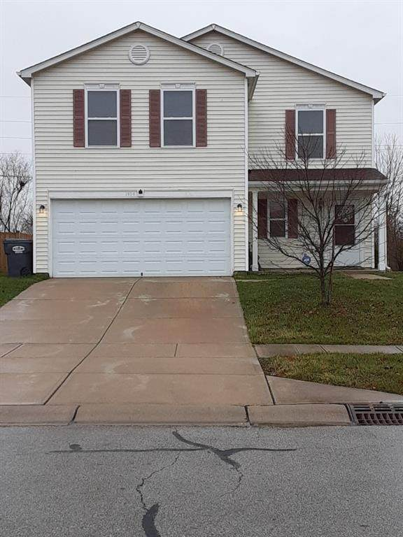 1404 Norton Drive, Greenwood, IN 46143 (MLS #21758979) :: AR/haus Group Realty