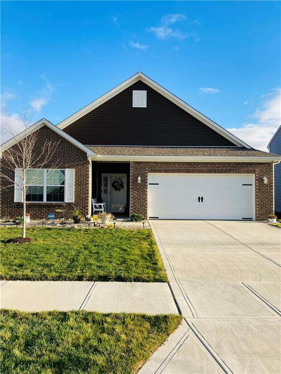 2525 Apple Tree Lane, Indianapolis, IN 46229 (MLS #21759586) :: David Brenton's Team