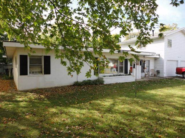 1901 W Riggin Road, Muncie, IN 47304 (MLS #21760232) :: Richwine Elite Group